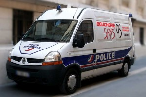 Des publicités sur les véhicules de police