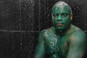 Peint en vert lors de son bizutage, il apprend que c'est indélébile