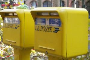 Tarifs 2016 : après le vert et le rouge, un nouveau timbre transparent pas cher pour La Poste !