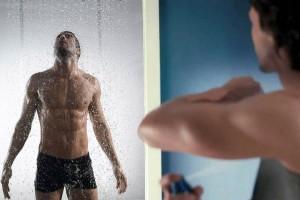 Science : mieux vaut utiliser un déodorant que prendre une douche