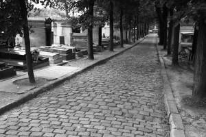 Drame : un hélicoptère s'écrase dans le cimetière du Père Lachaise : des milliers de morts
