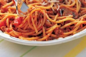 Vidéo : l'incroyable méthode de ZNN.fr pour manger des Spaghettis avec une chemise blanche