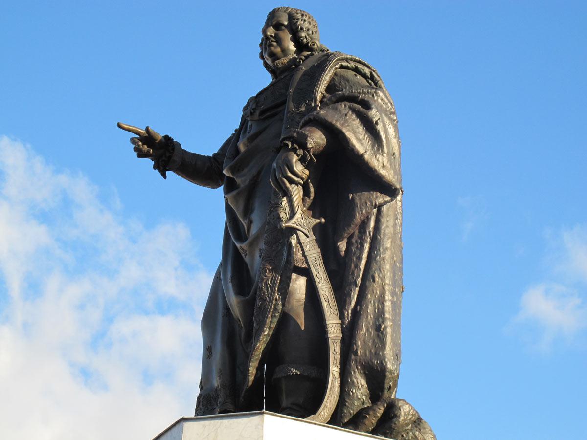 Avec sa main, Stanislas mettait en erreur les touristes