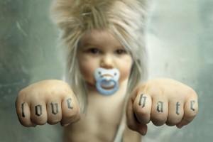 Science : l'écoute de Heavy Metal provoquerait l'allongement des cheveux des bébés