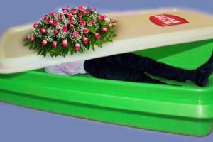 Innovation #1 : Curver créé maintenant des cercueils en plastique – Tupperware va-t-il perdre son monopole ?