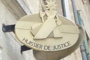 Savoir-vivre : faut-il donner un pourboire à l'huissier de justice ?