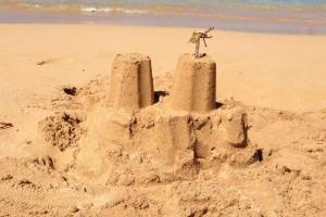 Château de sable construit sans autorisation : la municipalité de Cannes ordonne sa destruction immédiate