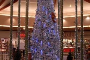Fin des soldes : les articles de Noël arrivent dans les rayons des commerces