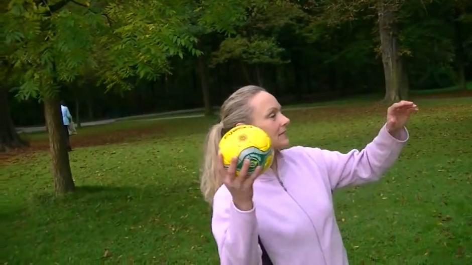 lance-de-ballon-par-une-femme