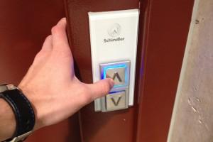 Etude : plus on appuie sur le bouton, plus l'ascenseur vient rapidement