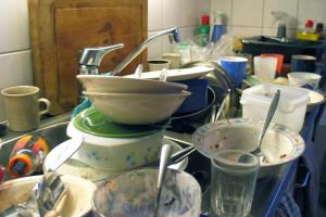 Drame : cet étudiant n'a plus aucune vaisselle dans son placard !