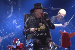 Après son succès à Lisbonne au sein d'AC/DC, Axl Rose souhaite remplacer les artistes décédés