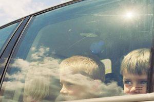 Encore des enfants laissés seuls dans une voiture