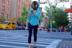 Le port du casque sera bientôt obligatoire pour l'utilisation de smartphones sur la voie publique