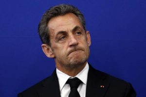 Politique : le virage à gauche pris par Nicolas Sarkozy après les attaques de François Hollande hier