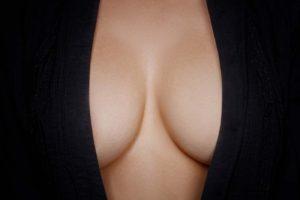 Science / galerie photos : des chercheurs sont enfin parvenus à découvrir à qui servent les seins et les fesses des femmes