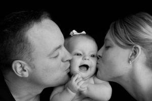 """Après la fessée, les """"je t'aime"""" et les bisous aux enfants bientôt interdits par la loi Française"""