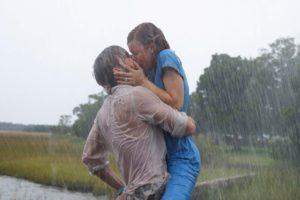 Elle tombe en dépression car son histoire d'amour ne ressemble pas aux comédies romantiques qu'elle regarde à la télé