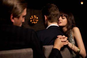 5 signes qui laisseraient à penser que votre femme vous trompe