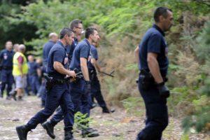 La police déclare mettre fin aux recherches de politiciens capables de redresser et réconcilier la France et les Français