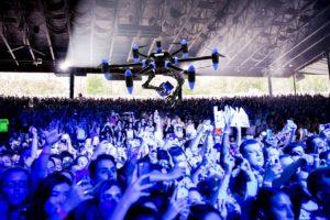 Concerts : filmer avec votre smartphone, c'est fini (ou un drone viendra vous le confisquer)